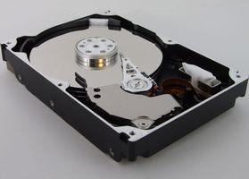 Cómo utilizar un Cable IDE de un CD-ROM para ejecutar una unidad de disco duro