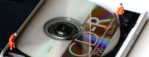 Cómo instalar una unidad de CD-RW de portátil