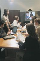 ¿Se puede conectar a otros sistemas de videoconferencia Skype?