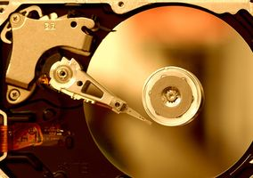Cómo cambiar un disco duro de una Macbook de aluminio