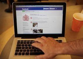 Cómo publicar en el muro de alguien en Facebook