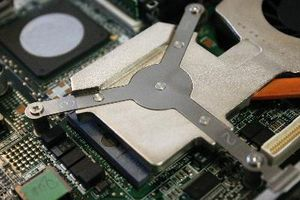 Cómo instalar un disco duro Dell Inspiron 8600