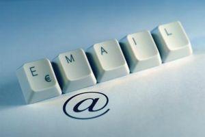 Cómo dividir explosión de correo electrónico de base de datos en un grupo